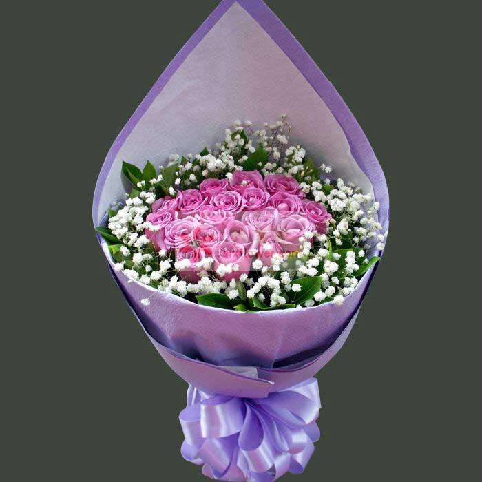 19朵紫玫瑰,满天星、栀子叶周围丰满