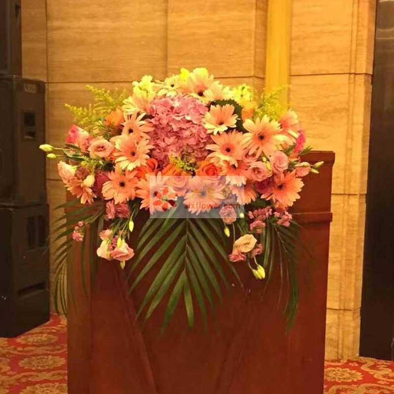 30朵扶郎花(粉色+黄色),一朵粉色绣球花,粉色桔梗20朵,黄英、散尾葵点缀