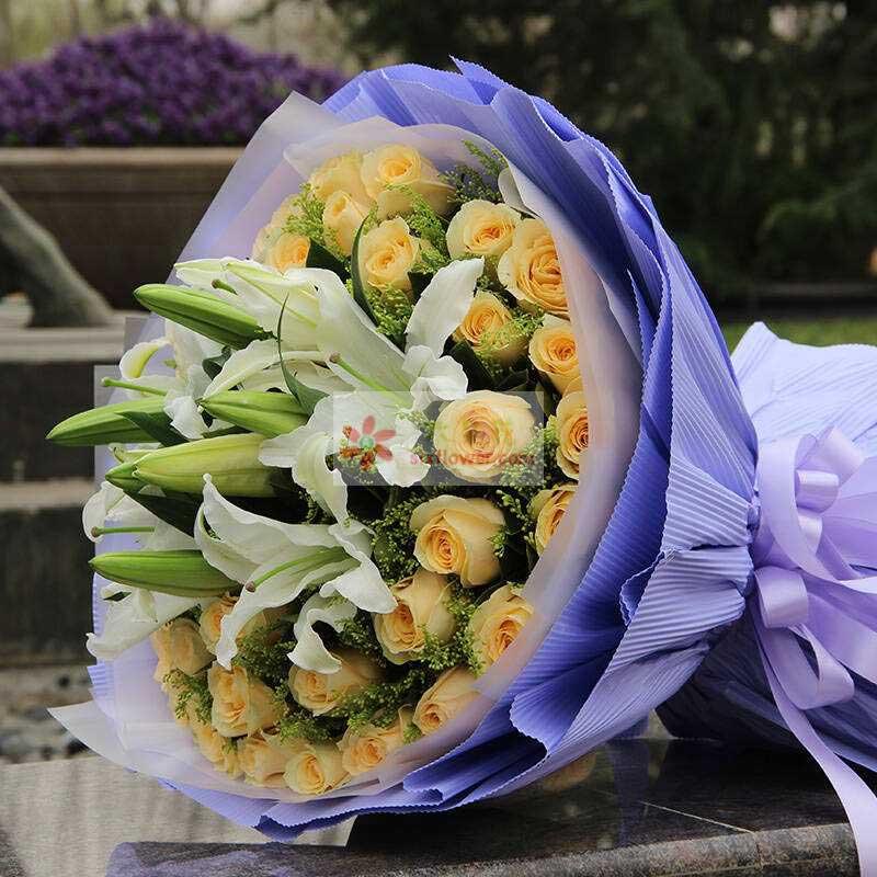 36朵香槟玫瑰,3支朵白色百合,黄英丰满