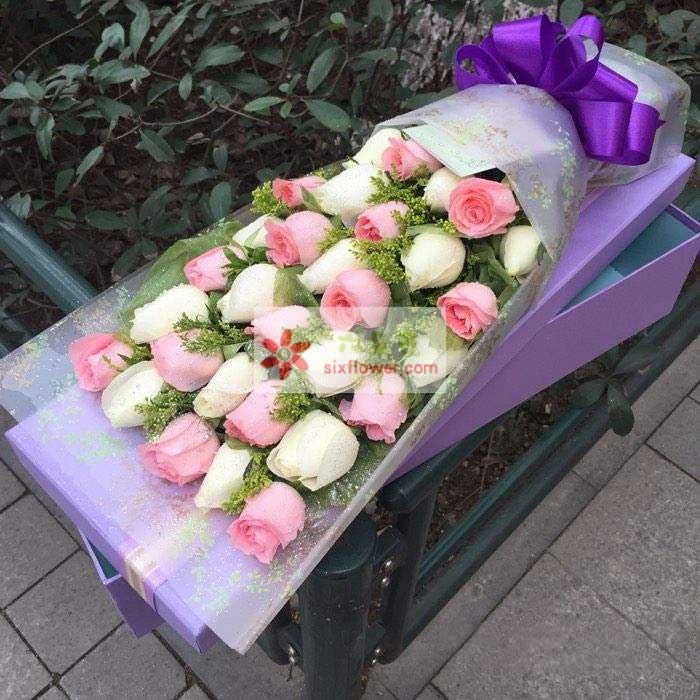 30朵玫瑰花(其中戴安娜和白玫瑰混搭),黄英丰满