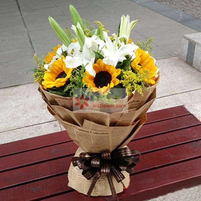 6朵向日葵,2支多头百合,黄英丰满,配叶点缀