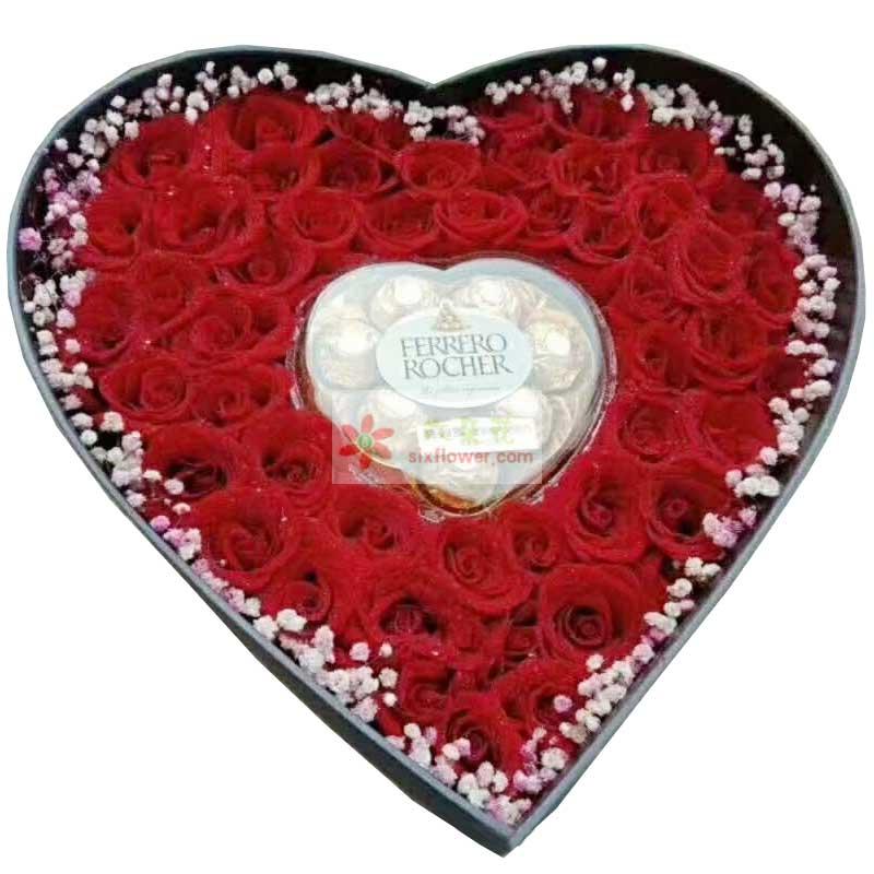 99朵红玫瑰,8颗费罗列巧克力礼盒装,周围粉色满天星搭配