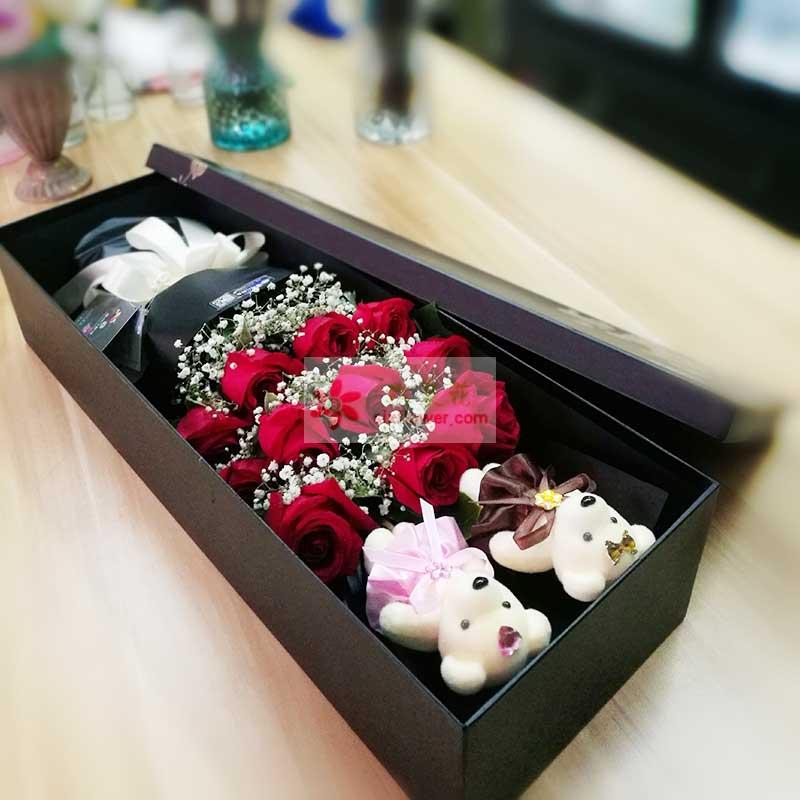 11朵红玫瑰,满天星丰满,2个小熊