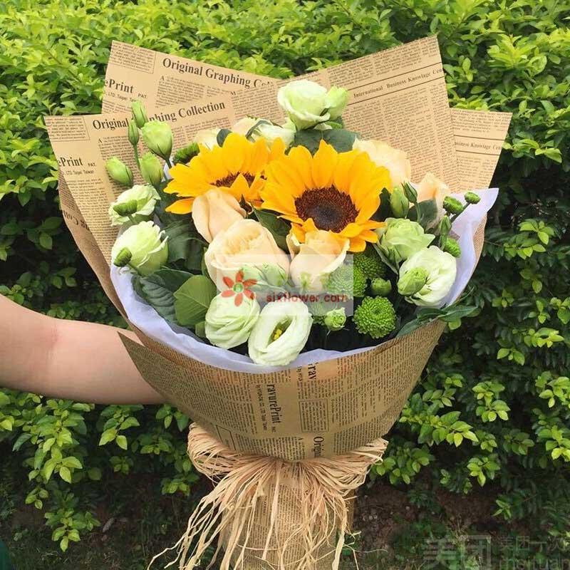 2朵向日葵,9朵香槟玫瑰,9朵桔梗,雏菊和栀子叶搭配