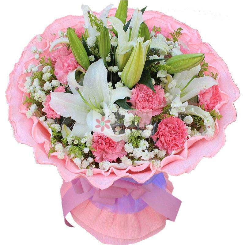 12朵粉色康乃馨,3支多头白色百合,满天星、黄英丰满,配叶搭配