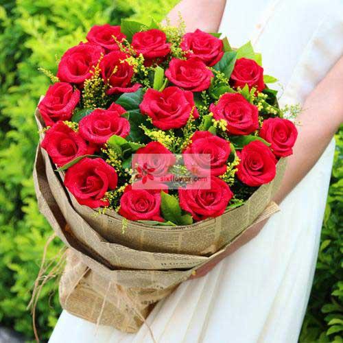 20朵红玫瑰,栀子叶、黄英丰满