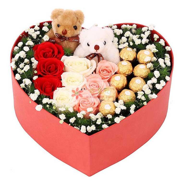 9朵玫瑰(红、粉、白各3朵),9颗巧克力