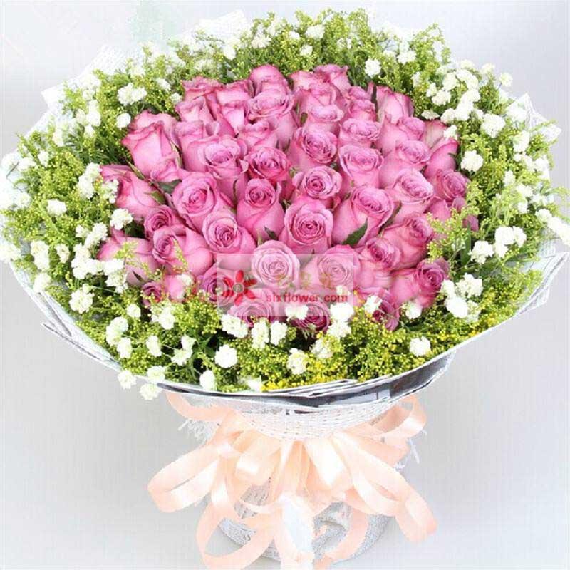 34朵紫玫瑰,周围满天星、黄英丰满
