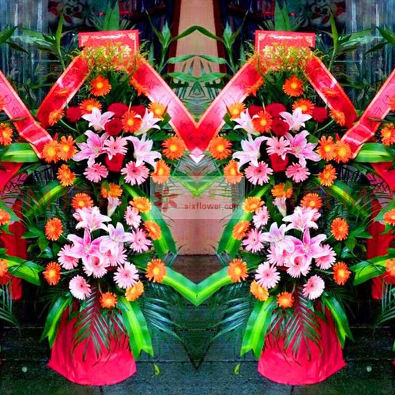 各色扶郎花33朵,8朵粉色百合花,巴西叶、散尾葵搭配