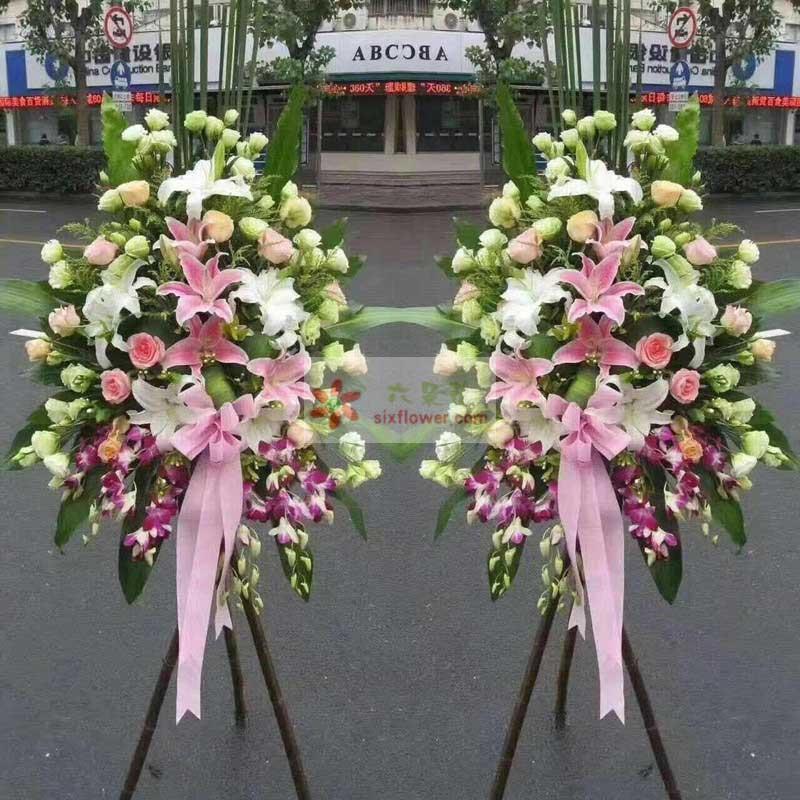 40朵桔梗,9朵玫瑰(粉玫瑰、香槟玫瑰搭配),10朵百合搭配(粉色、白色),紫罗兰、巴西叶、配叶搭配
