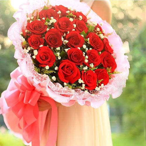 红玫瑰19支,黄英丰满,满天星点缀