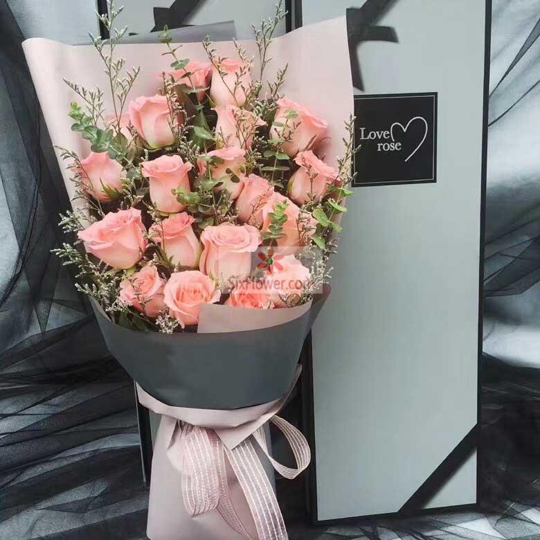 19朵戴安娜粉玫瑰,情人草丰满,尤加利点缀