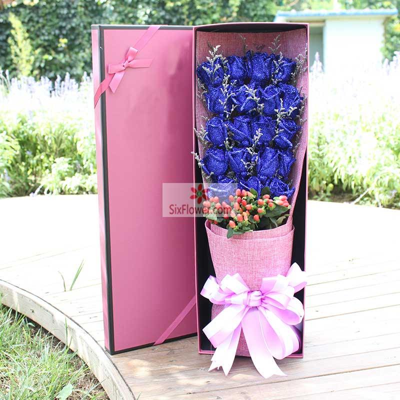 19朵蓝玫瑰,红豆、情人草点缀