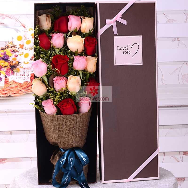 19朵玫瑰,其中红色、粉色、香槟色搭配,黄英丰满