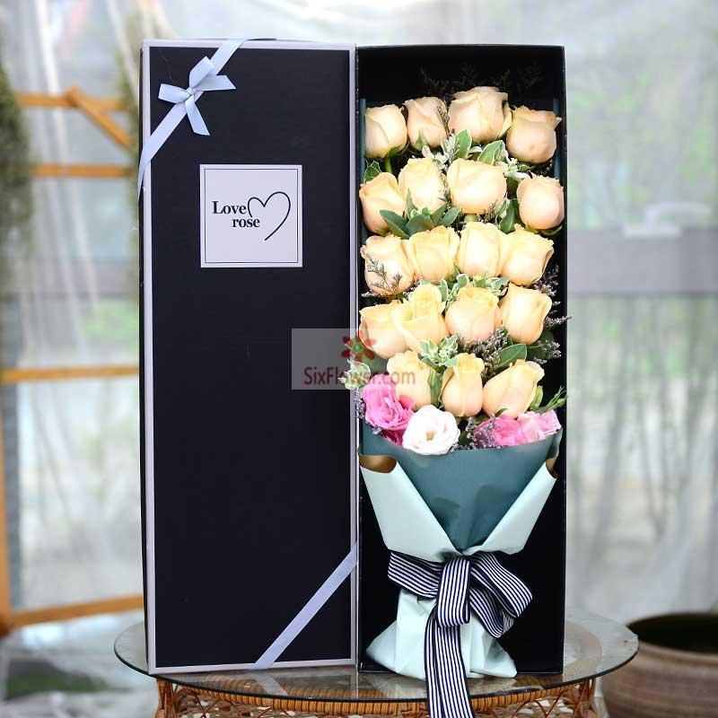 19朵香槟玫瑰,2朵粉色桔梗,1朵白色桔梗,黄英搭配