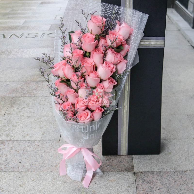 30朵戴安娜玫瑰,情人草丰满