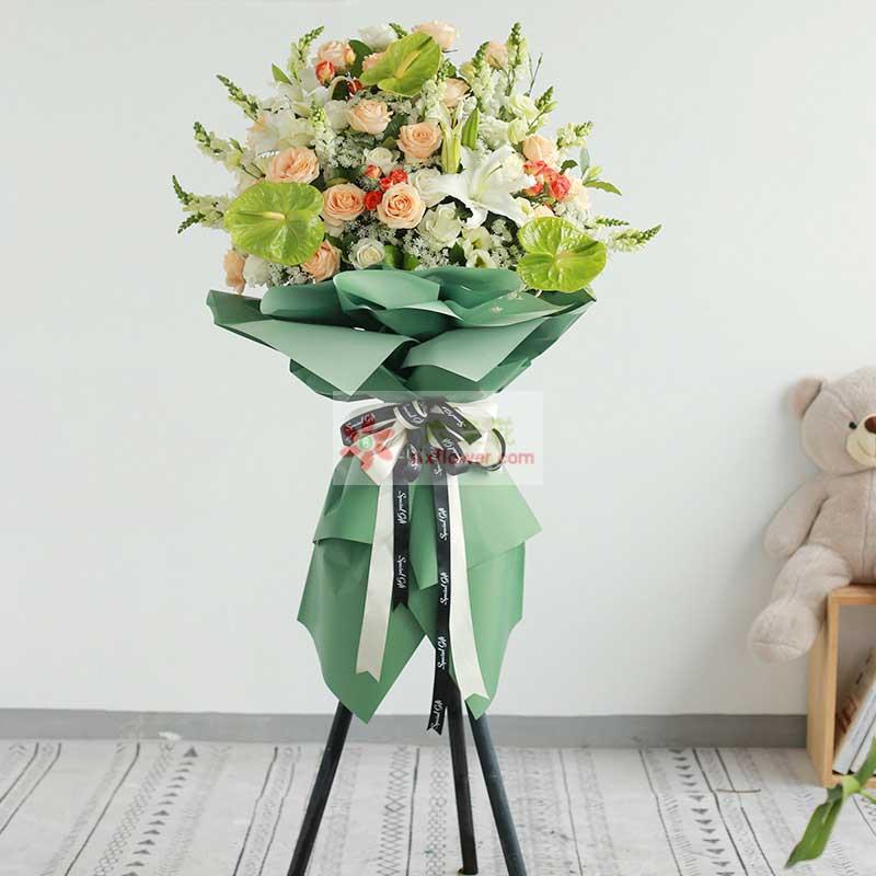 香槟玫瑰,白玫瑰,白色百合,绿掌,紫罗兰,白色小花搭配