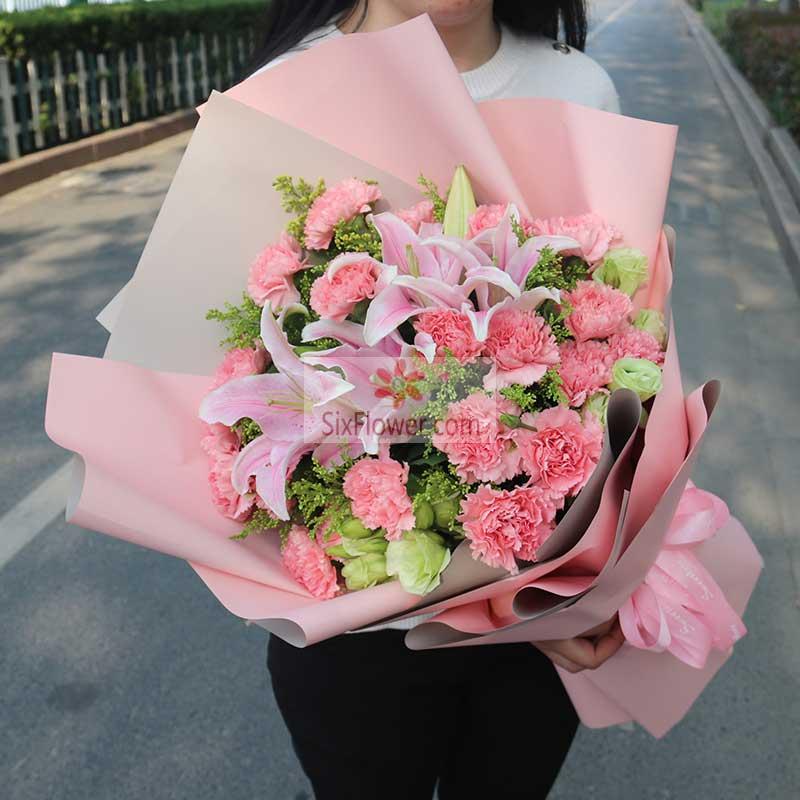 19朵粉色康乃馨,2支粉色多头百合,6朵桔梗,黄英丰满