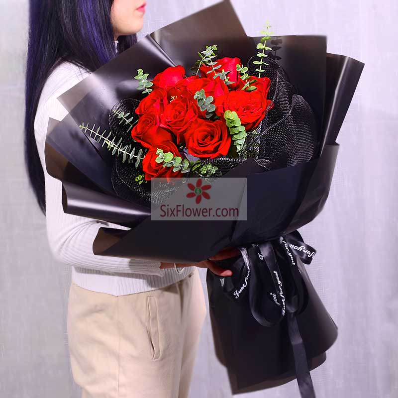 11朵红玫瑰,尤加利点缀