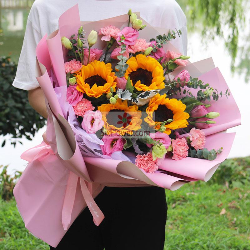 4朵向日葵,9朵粉色康乃馨,12朵粉色桔梗,尤加利、银叶菊搭配