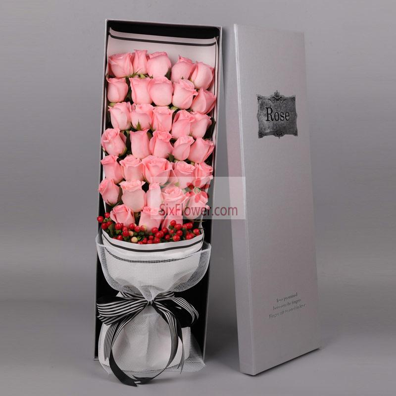 33朵戴安娜玫瑰,红豆点缀