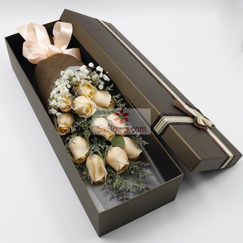 11朵香槟玫瑰,满天星、情人草丰满