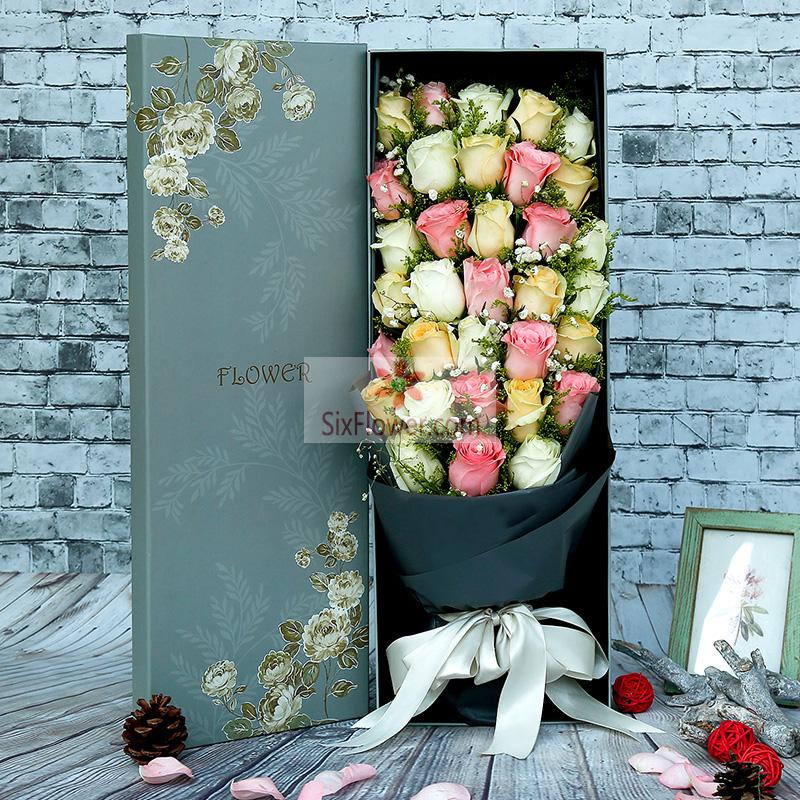 33朵玫瑰,粉色、白色、香槟色玫瑰搭配,相思梅、黄英点缀