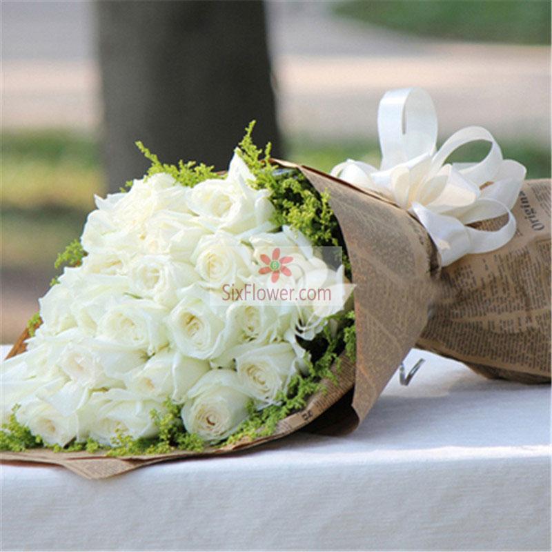 29朵白玫瑰,黄英周围搭配