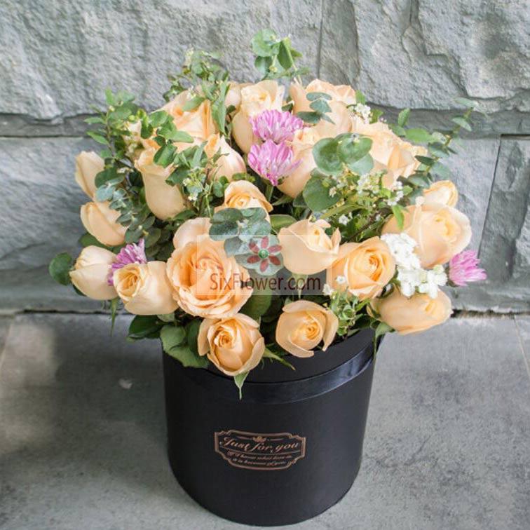33朵香槟玫瑰,桶装鲜花,一生爱的是你