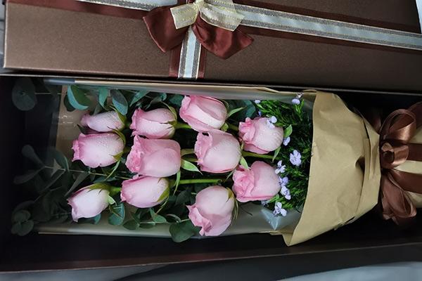 香港大屿山东涌送花