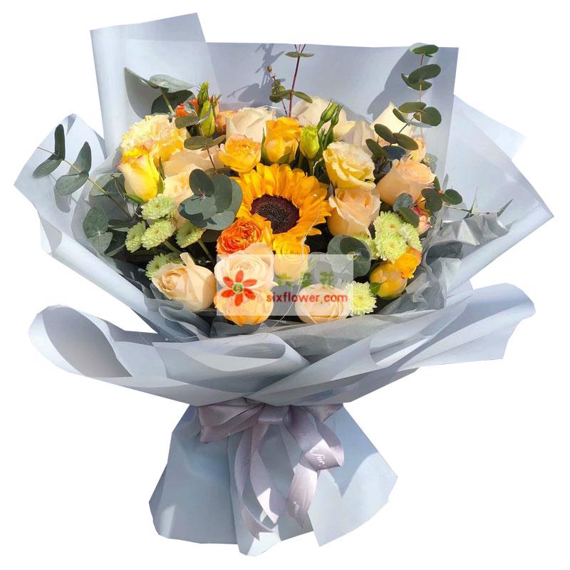 11朵香槟玫瑰,1朵向日葵,一起闪烁光辉