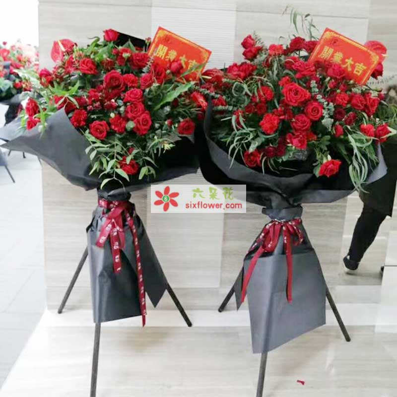 50枝红色玫瑰,各种配叶,配草丰满