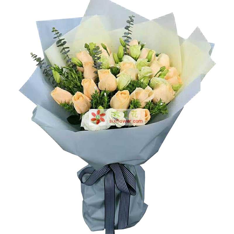 18枝香槟玫瑰,9枝桔梗,尤加利、情人草点缀