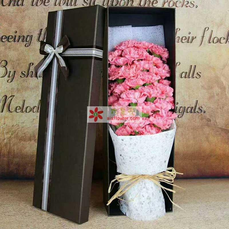 33枝粉色康乃馨,配叶点缀