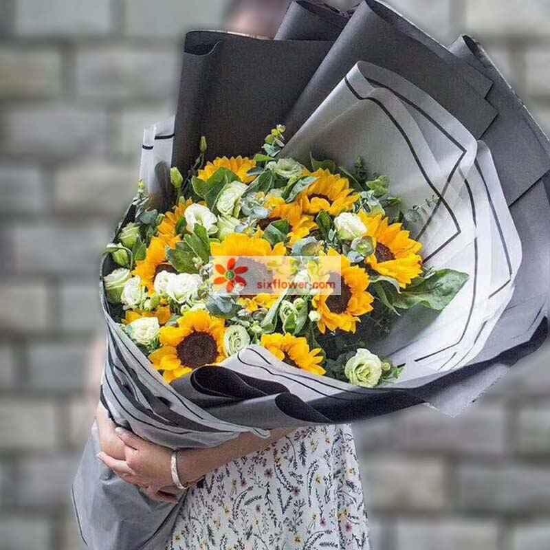11枝向日葵,19枝桔梗,尤加利、配叶丰满;