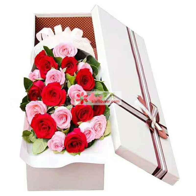 20枝玫瑰,其中红色玫瑰10枝,戴安娜玫瑰10枝,橛子叶丰满