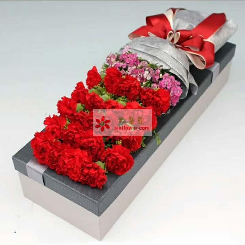 20枝红色康乃馨,底部相思梅丰满;