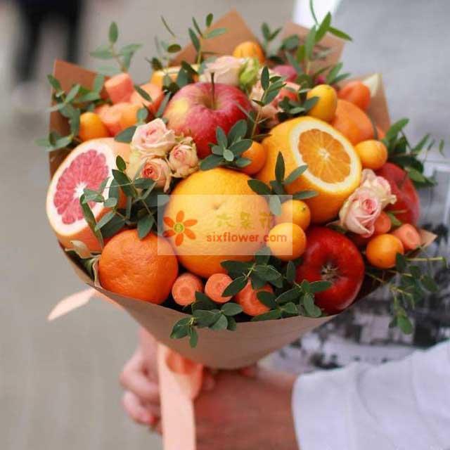 6个苹果,6个橙子,冰糖桔25个,蔷薇花或粉色桔梗点缀,尤加利丰满