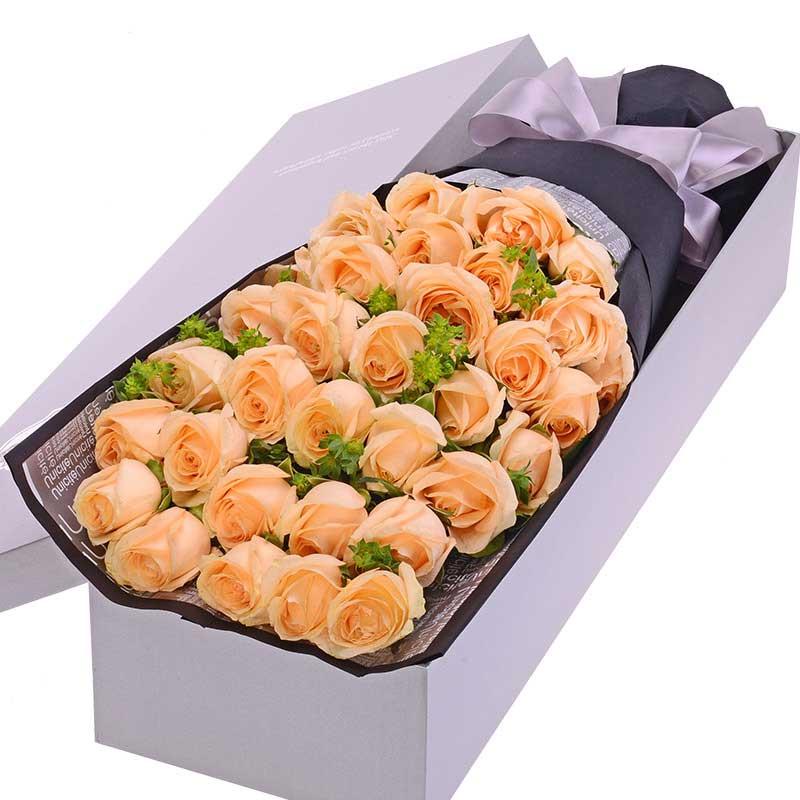 33枝香槟玫瑰,黄莺点缀;