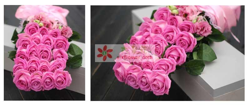 精选优质紫玫瑰19枝,绿叶、桔梗搭配;