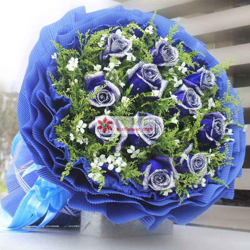 11枝染色蓝玫瑰,大黄莺和相思梅间插(相思梅没有可用其它代替);