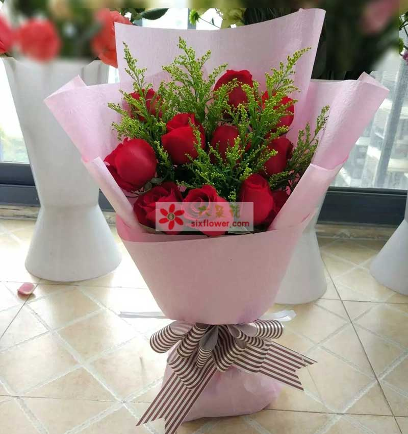 11枝红色玫瑰,黄英丰满;