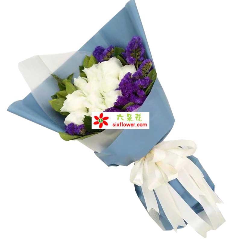 11枝白色玫瑰,周围紫色勿忘我,橛子叶搭配;