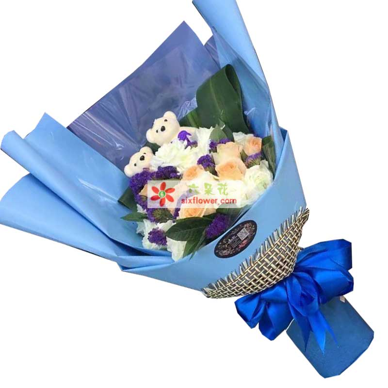 11枝白色玫瑰,8枝香槟玫瑰,配叶、紫色勿忘我点缀,2个小熊;