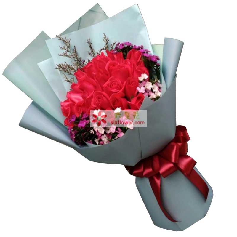 21枝红色玫瑰,相思梅丰满,情人草点缀