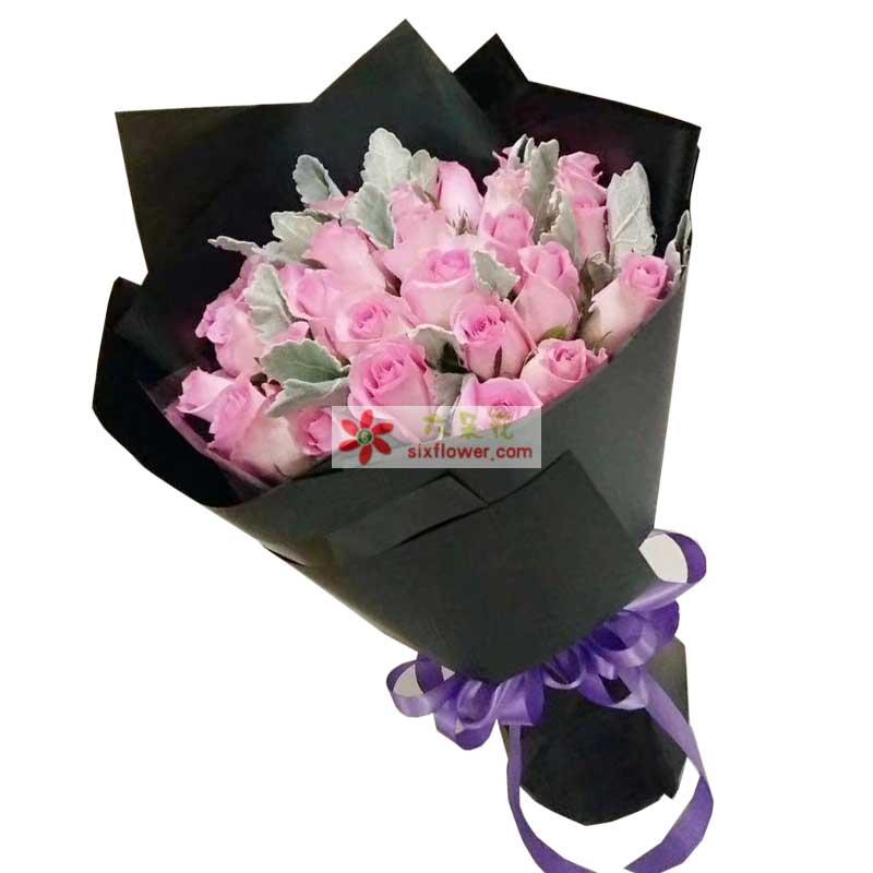21枝戴安娜玫瑰,银叶菊(或其他类似配叶)