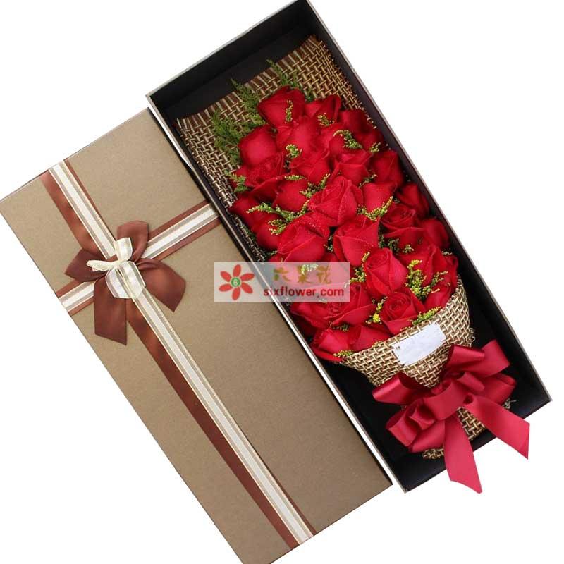 33枝红色玫瑰,黄英点缀