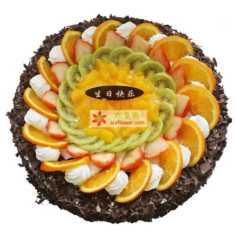 8寸圆形鲜奶蛋糕,中间各色时令水果装饰,周边巧克力碎屑包围