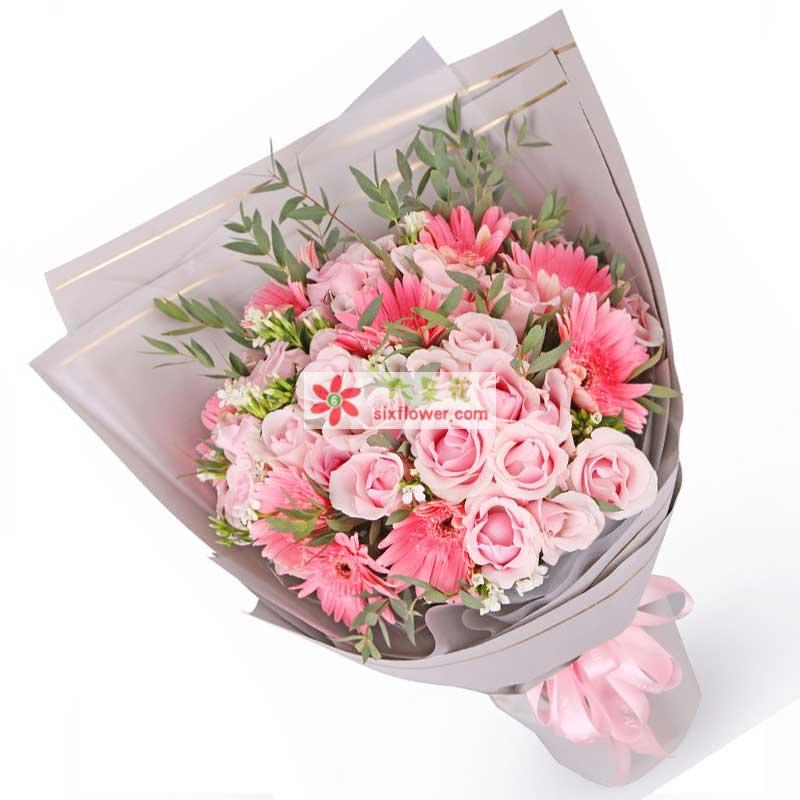 33枝戴安娜粉玫瑰,8枝粉色非洲菊,搭配白色相思梅、排草或绿叶