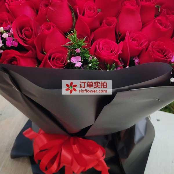 武汉�~口区解放大道轻轨御景星城送花